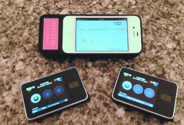 Smartphone e monitor de glucose.